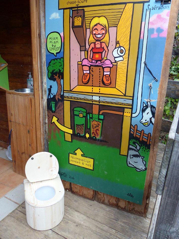 des toilettes s ches pour les tout petits au loubatas graine paca education l 39 environnement. Black Bedroom Furniture Sets. Home Design Ideas